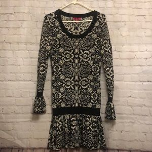 Black white Betsy Johnson print long sleeve dress